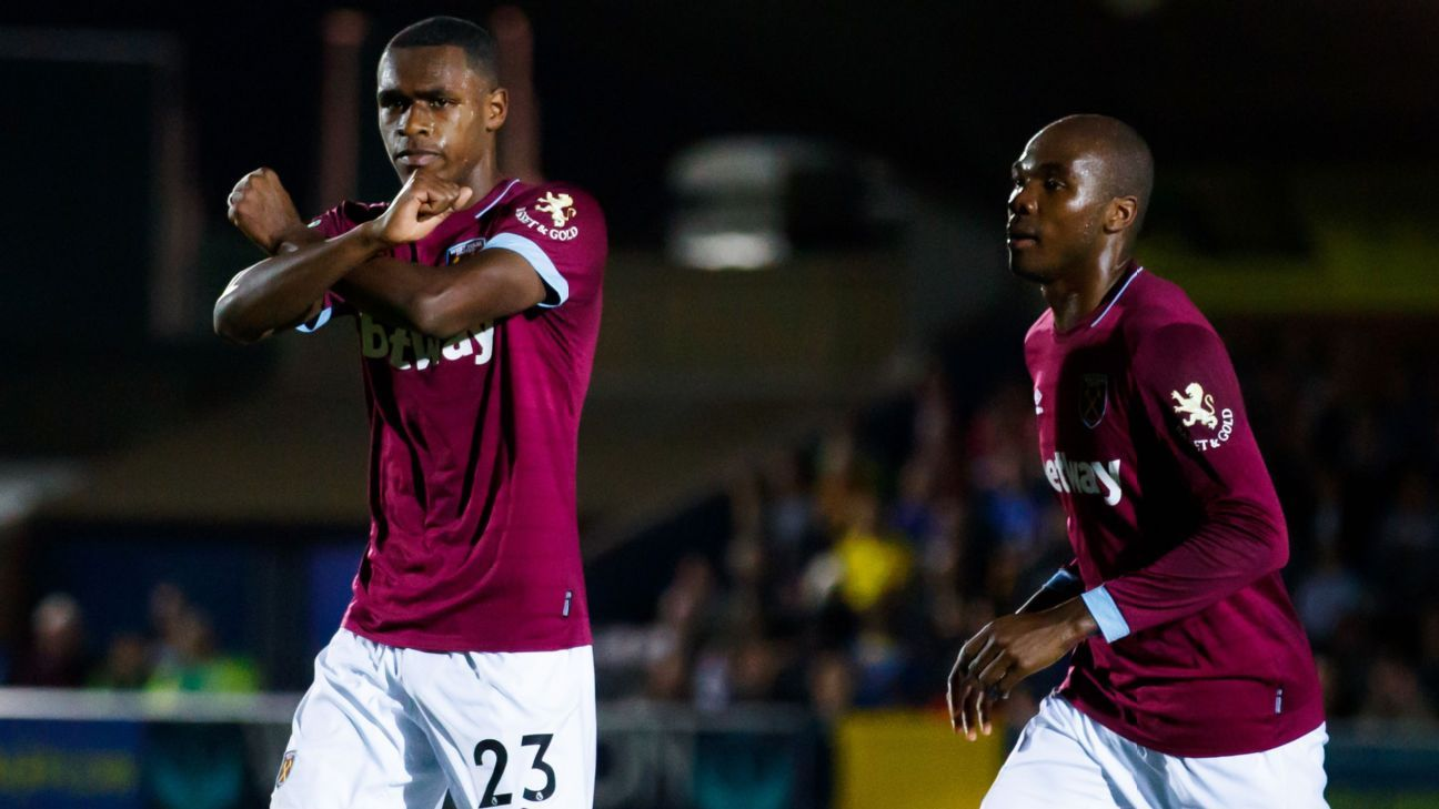Issa Diop and Angelo Ogbonna of West Ham United celebrate