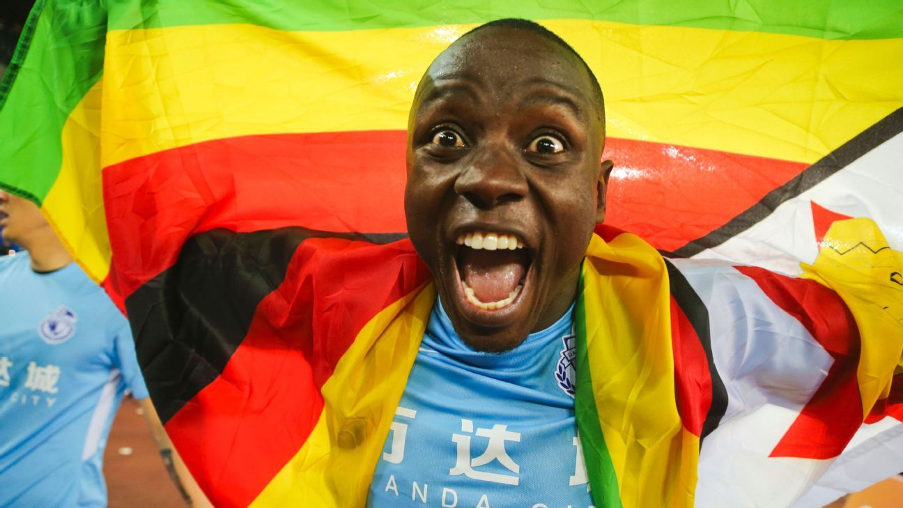 Nyasha Mushekwi celebrates after a Dalian Yifang victory
