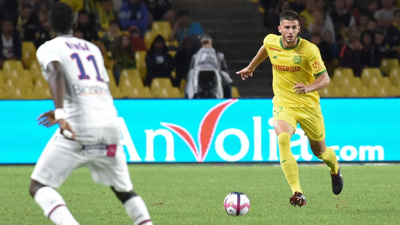Matt Miazga dribbles the ball during Nantes' Ligue 1 draw with Caen.