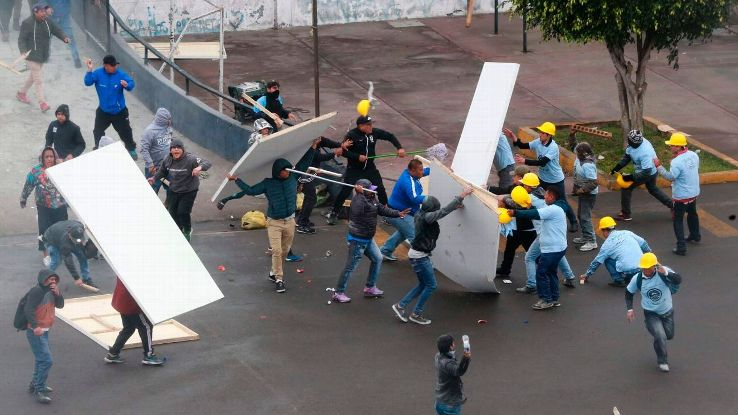 Alianza Lima fans clashed with members of 'El Aposento Alto' outside the Alejandro Villanueva stadium.