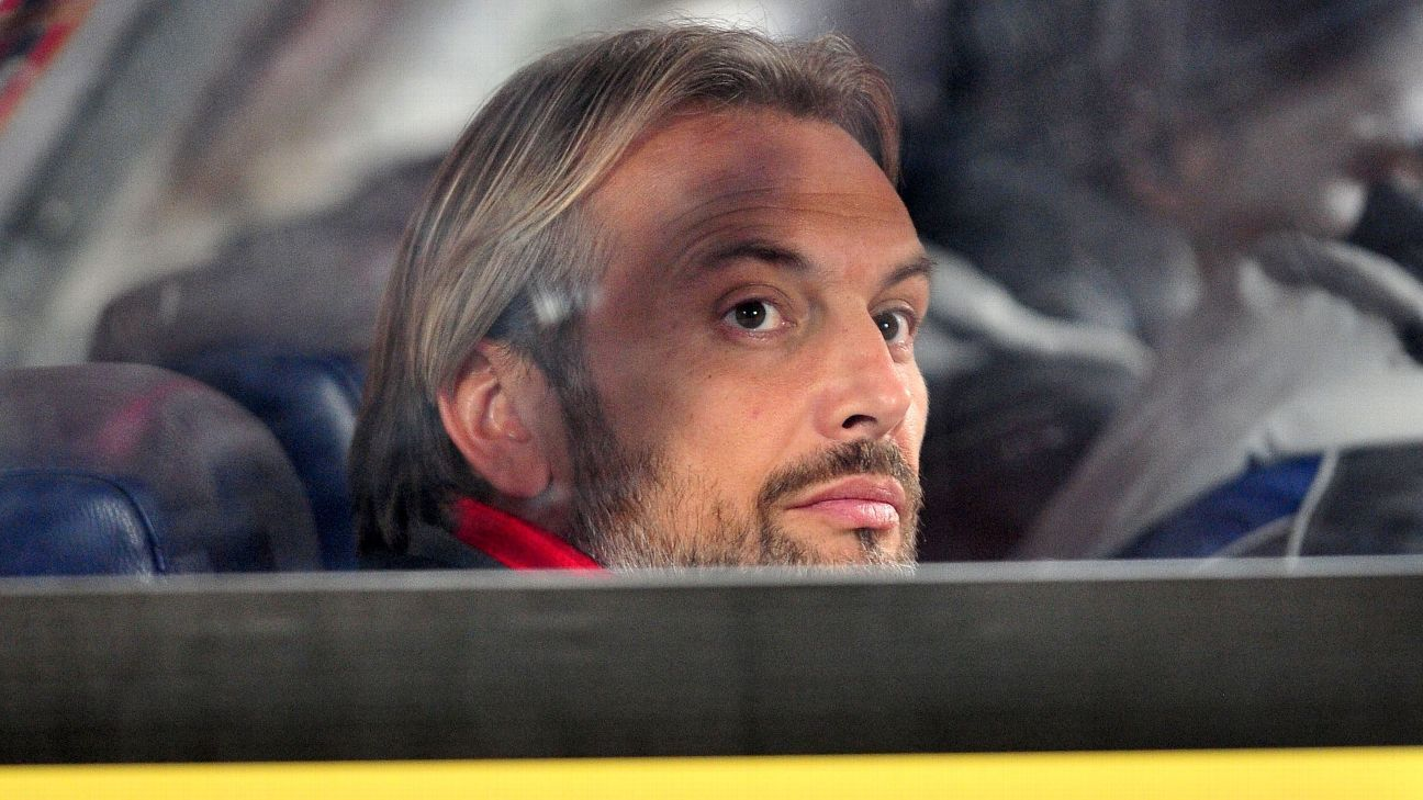Sebastien Desabre of Uganda watches on during the 2018 CHAN