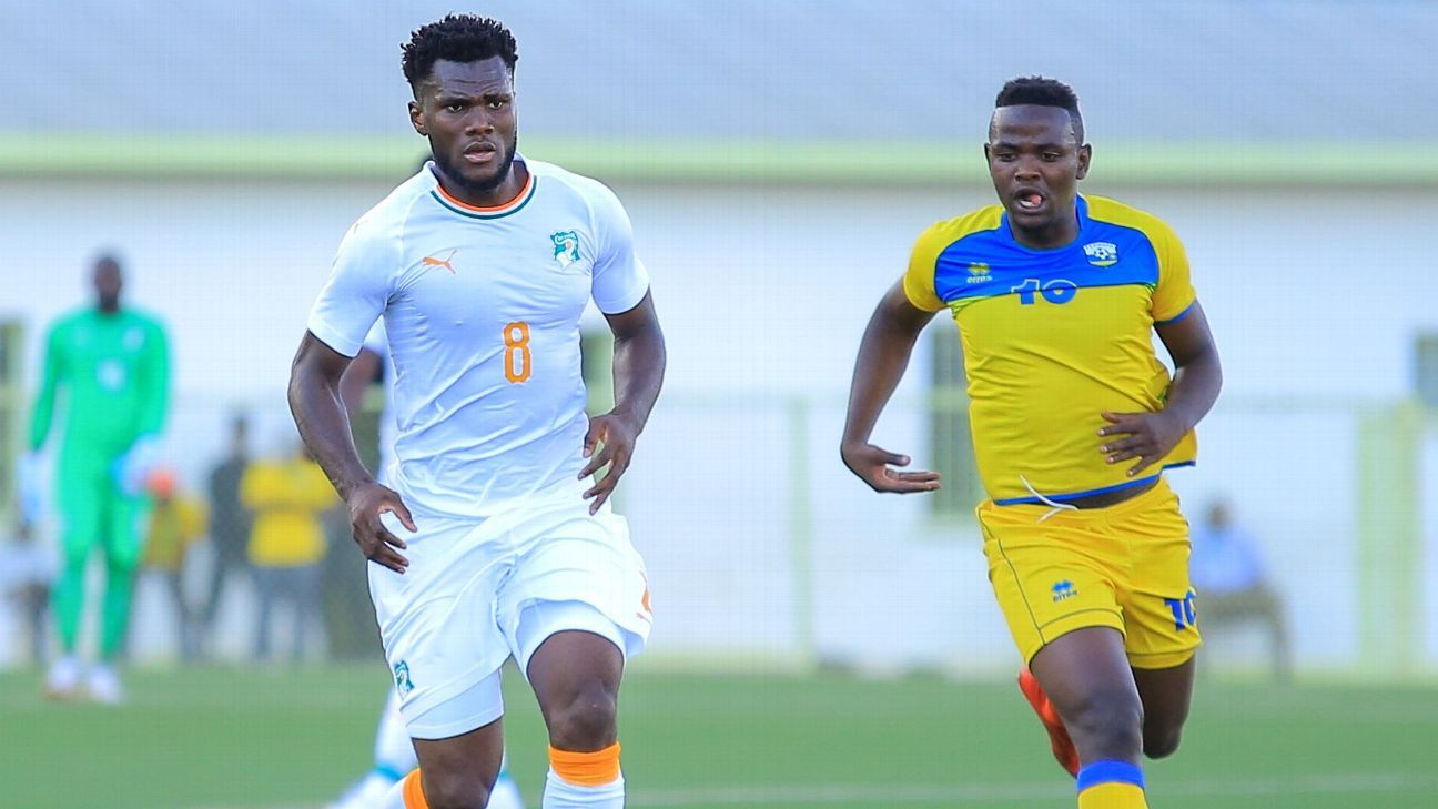 Frank Kessie of Ivory Coast takes on Muhadjili Hakizmana of Rwanda