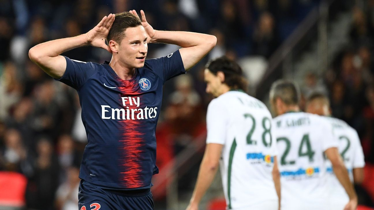 Julian Draxler celebrates after scoring in Paris Saint-Germain's Ligue 1 win over Saint-Etienne.