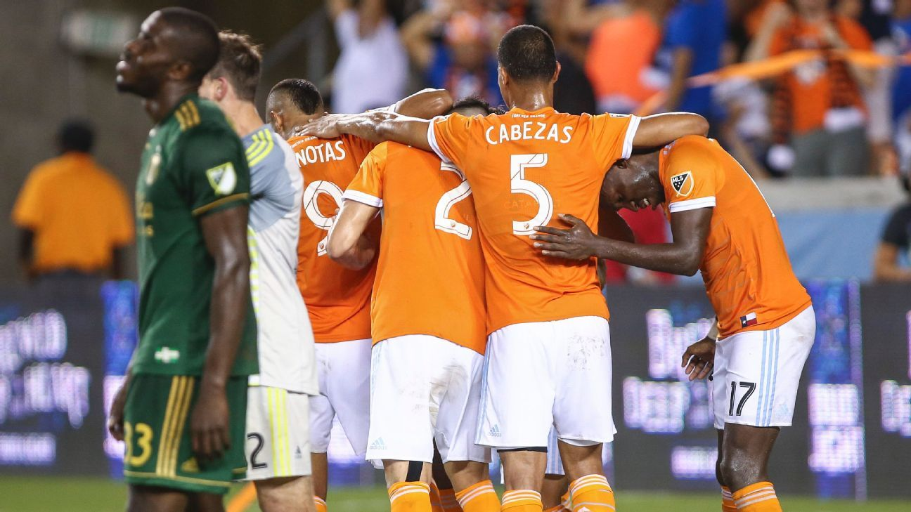 Mauro Manotas scores twice as Dynamo ends winless drought