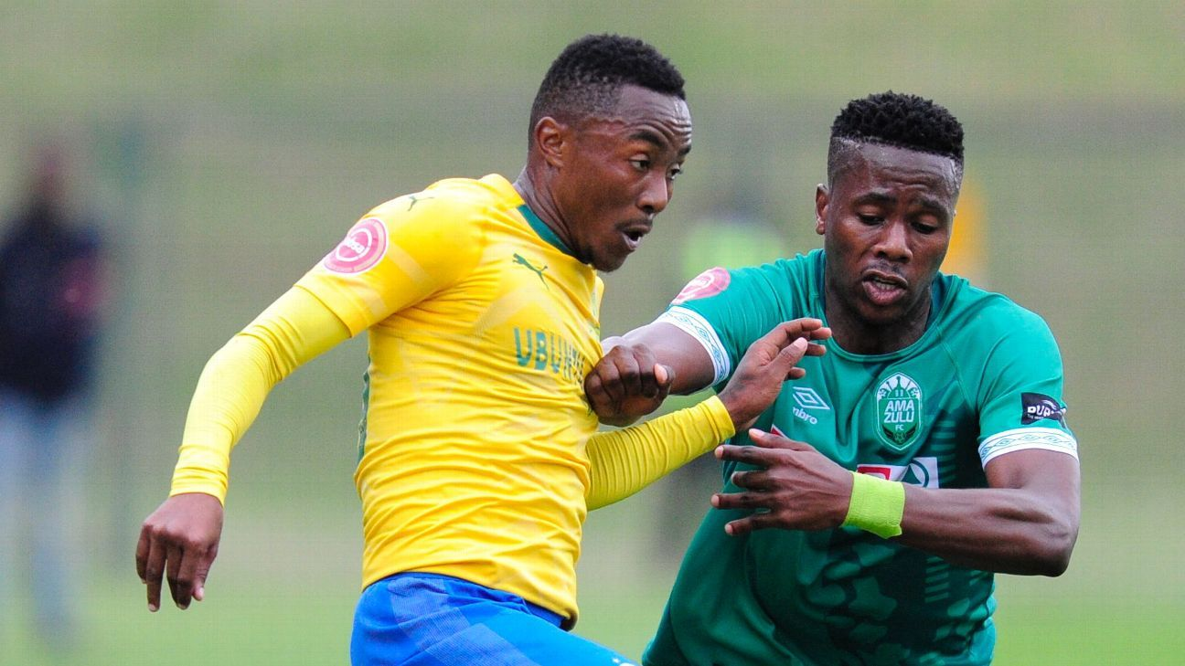 Bonginkosi Ntuli (right) proved a handful for Lebohang Maboe and his parent club Mamelodi Sundowns, during his second debut for AmaZulu who he has joined on loan