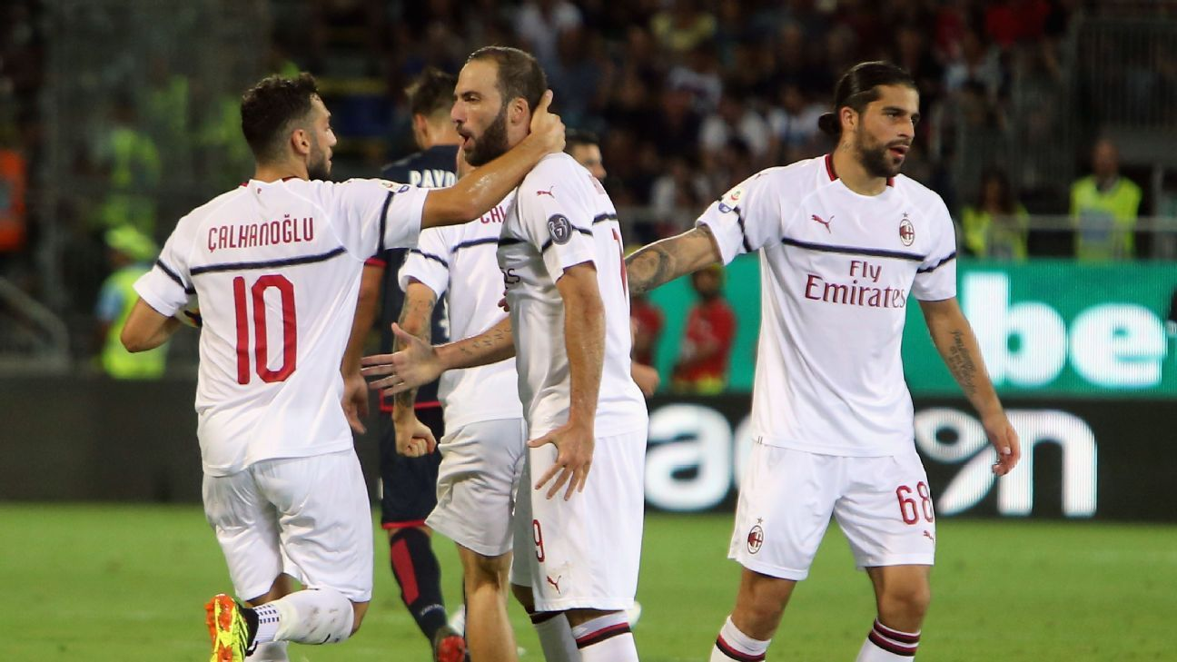 AC Milan celebrate after scoring the equaliser in a 1-1 draw with Cagliari.