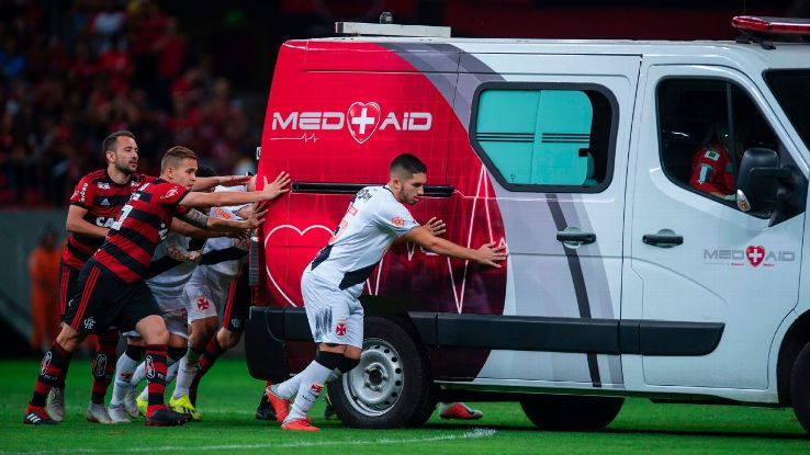 Flamengo and Vasco da Gama players had to push-start the ambulance that was taking Bruno Silva to hosiptal