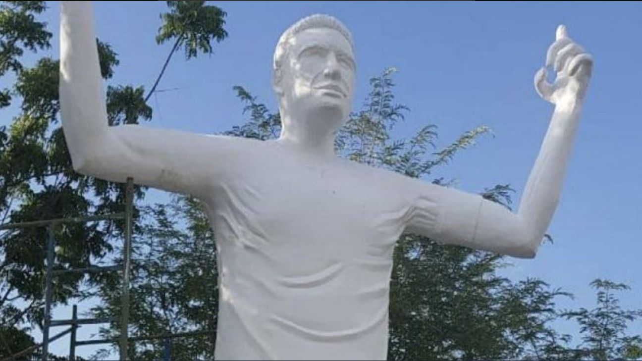 Colombian sculptor Antonio Irisma was commissioned to create the statue of Radamel Falcao