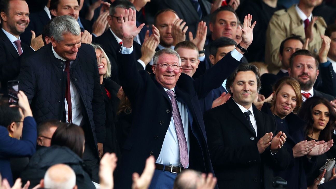 Sir Alex Ferguson was greeted by the Old Trafford crowd before Manchester United kicked off against Wolves