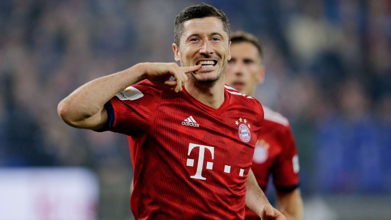 Robert Lewandowski celebrates his goal for Bayern Munich against Schalke.