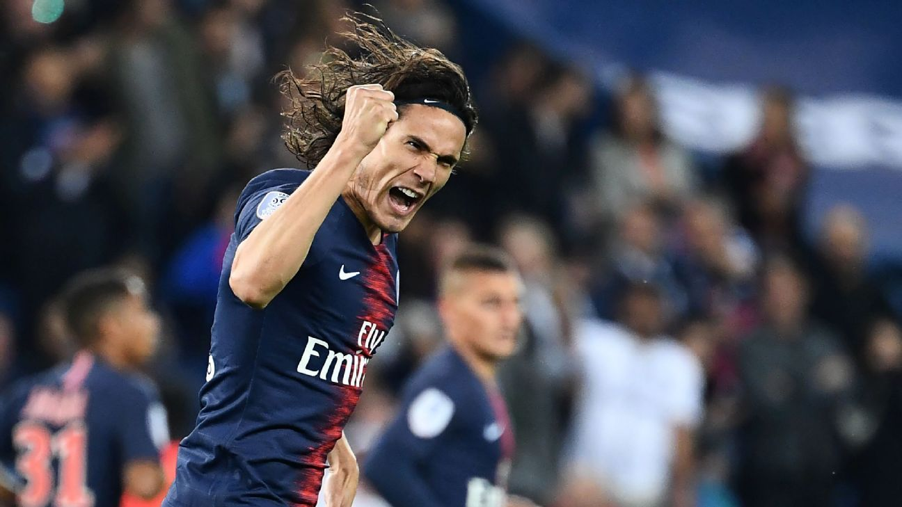 Edinson Cavani celebrates after scoring one of his two goals in Paris Saint-Germain's win over Reims.