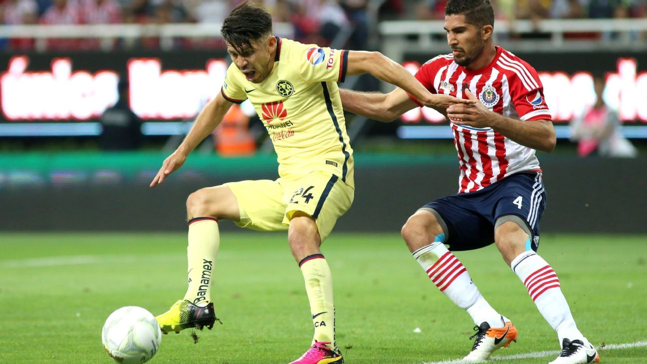 America's Oribe Peralta and Chivas' Jair Pereira will do battle again in Sunday's Clasico Nacional.