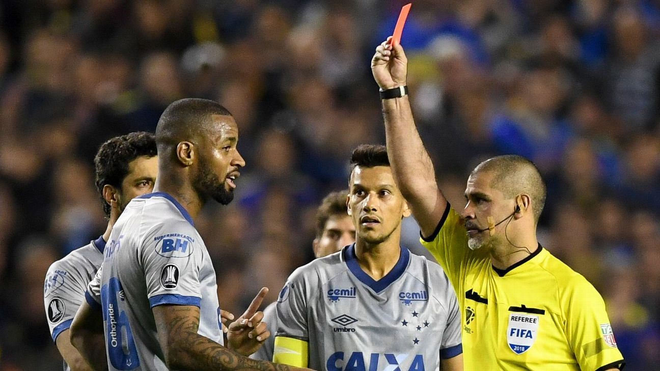 Cruzeiro defender Dede is shown a red card during a Copa Libertadores match with Boca Juniors.