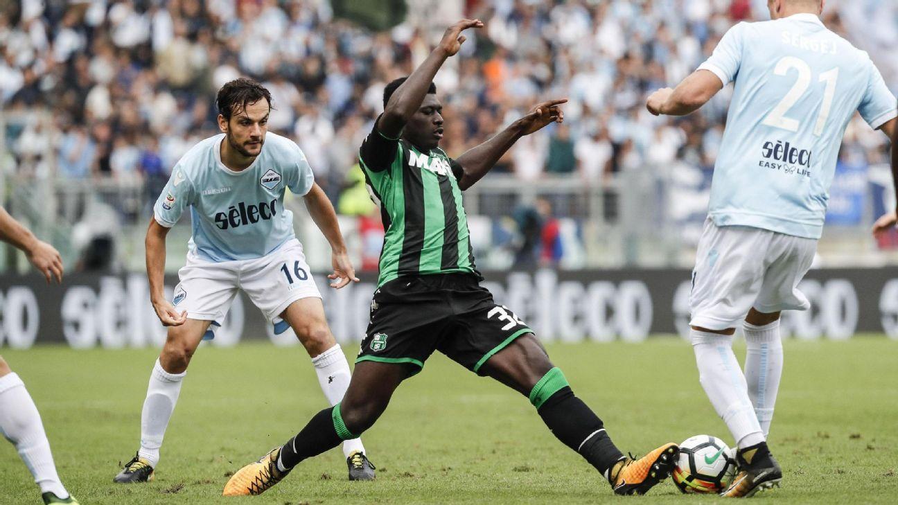 Sassuolo's Alfred Duncan and Lazio's Luca Crecco