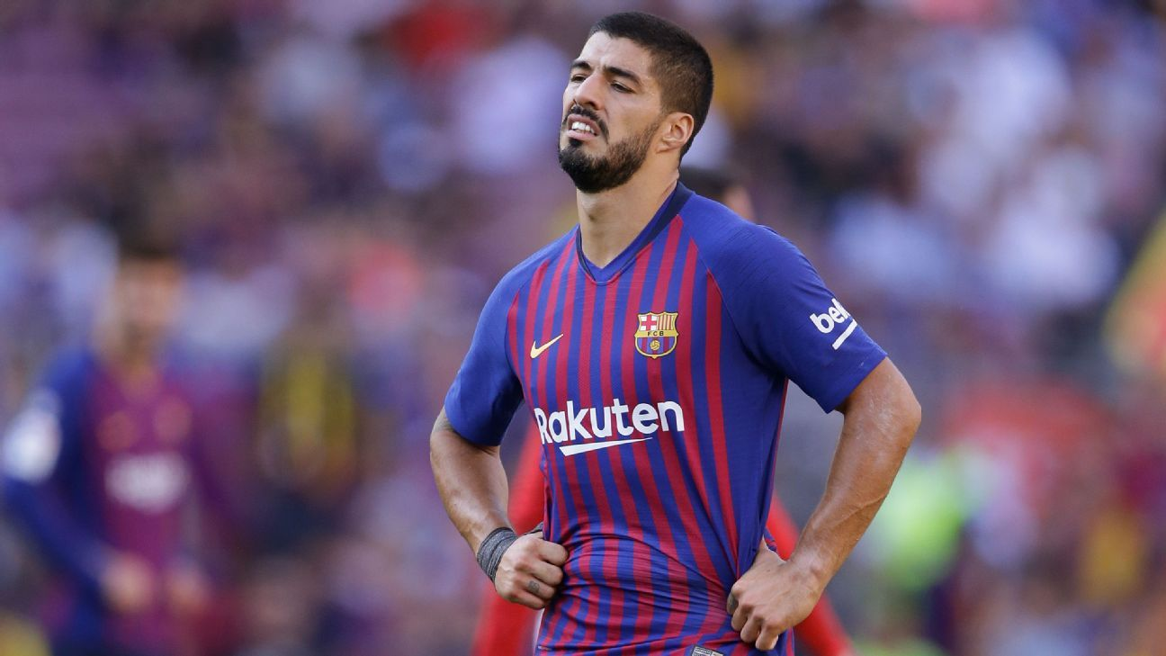 Luis Suarez rues a missed opportunity against Athletic Bilbao.