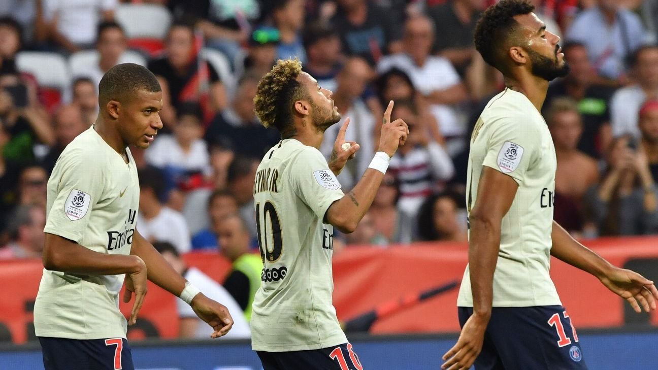 Neymar celebrates after scoring a goal for PSG against Nice.