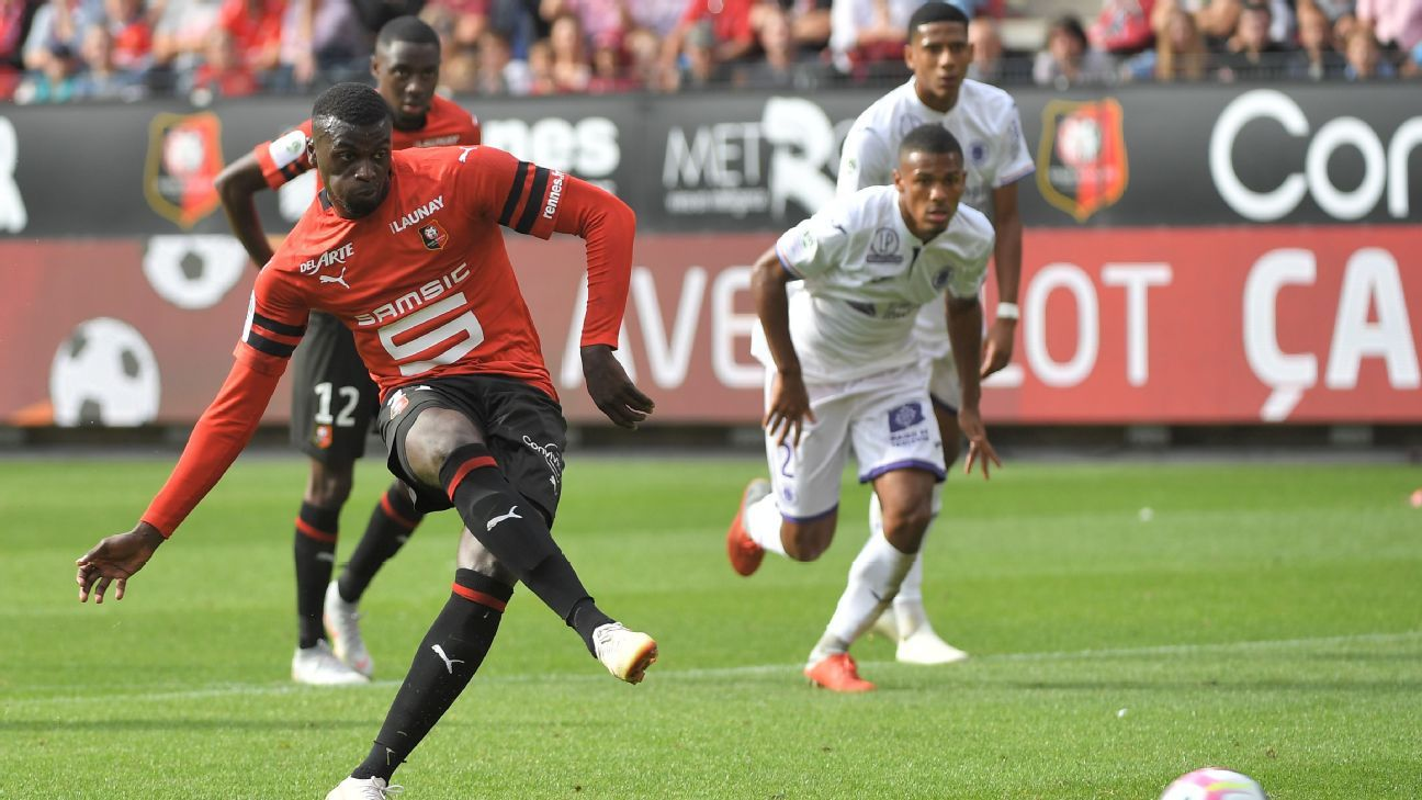 M'Baye Niang scores from the spot for Rennes after a controversial incident against Toulouse.