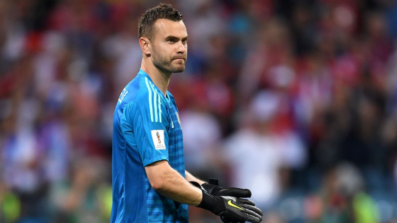 Igor Akinfeev in action for Russia at the 2018 World Cup.