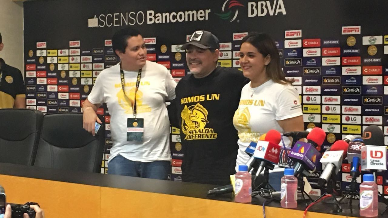 Maradona poses with fans after Saturday's match, sporting a t-shirt lending support to those raising money to support flood relief in Sinaloa.