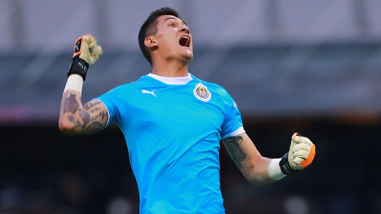 Raul Gudino's impressive performance -- capped by a last-second penalty save -- could put the Chivas goalkeeper on the Mexico national team's radar.