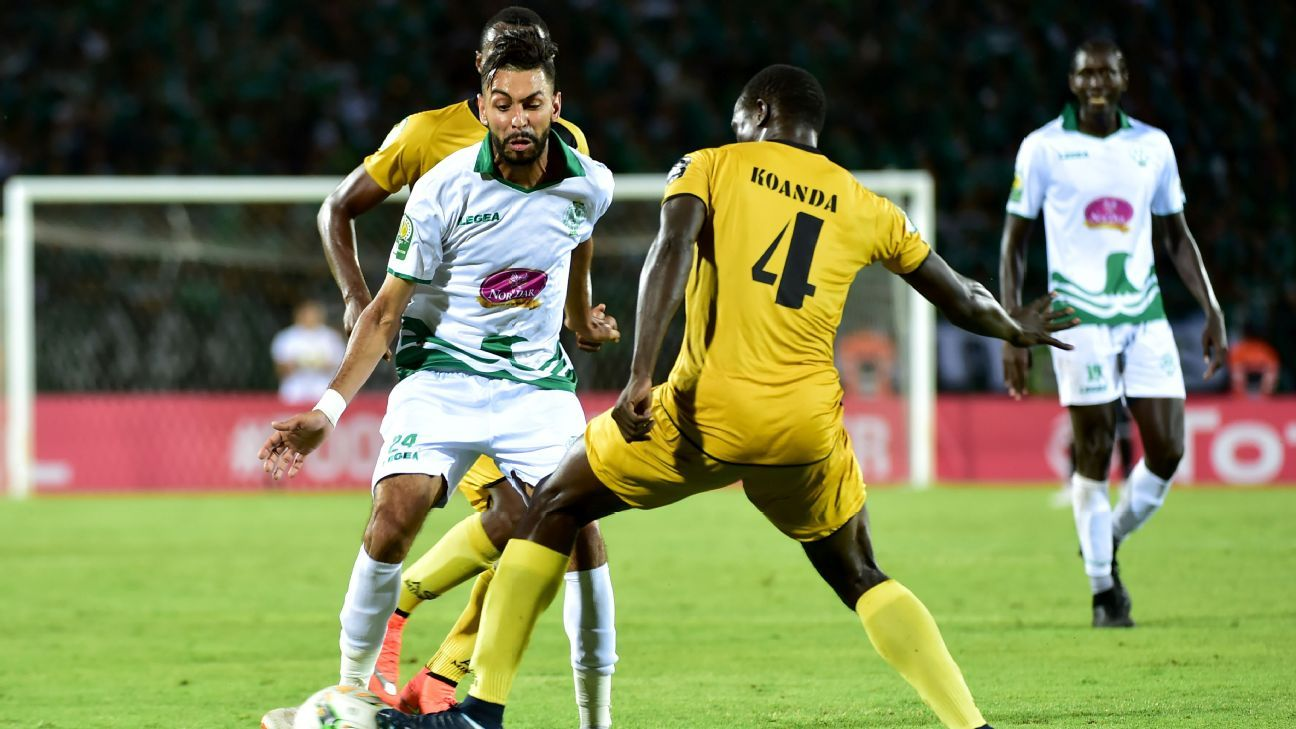 Mahmoud Benhalib of Raja Casablanca takes on Souleymane Koanda of ASEC Mimosas