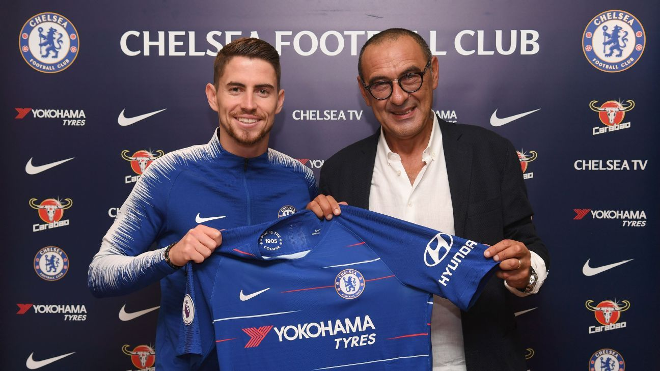 At Chelsea, Maurizio Sarri has tried to mimic the style of his old Napoli's sides, even signing Jorginho to boot.