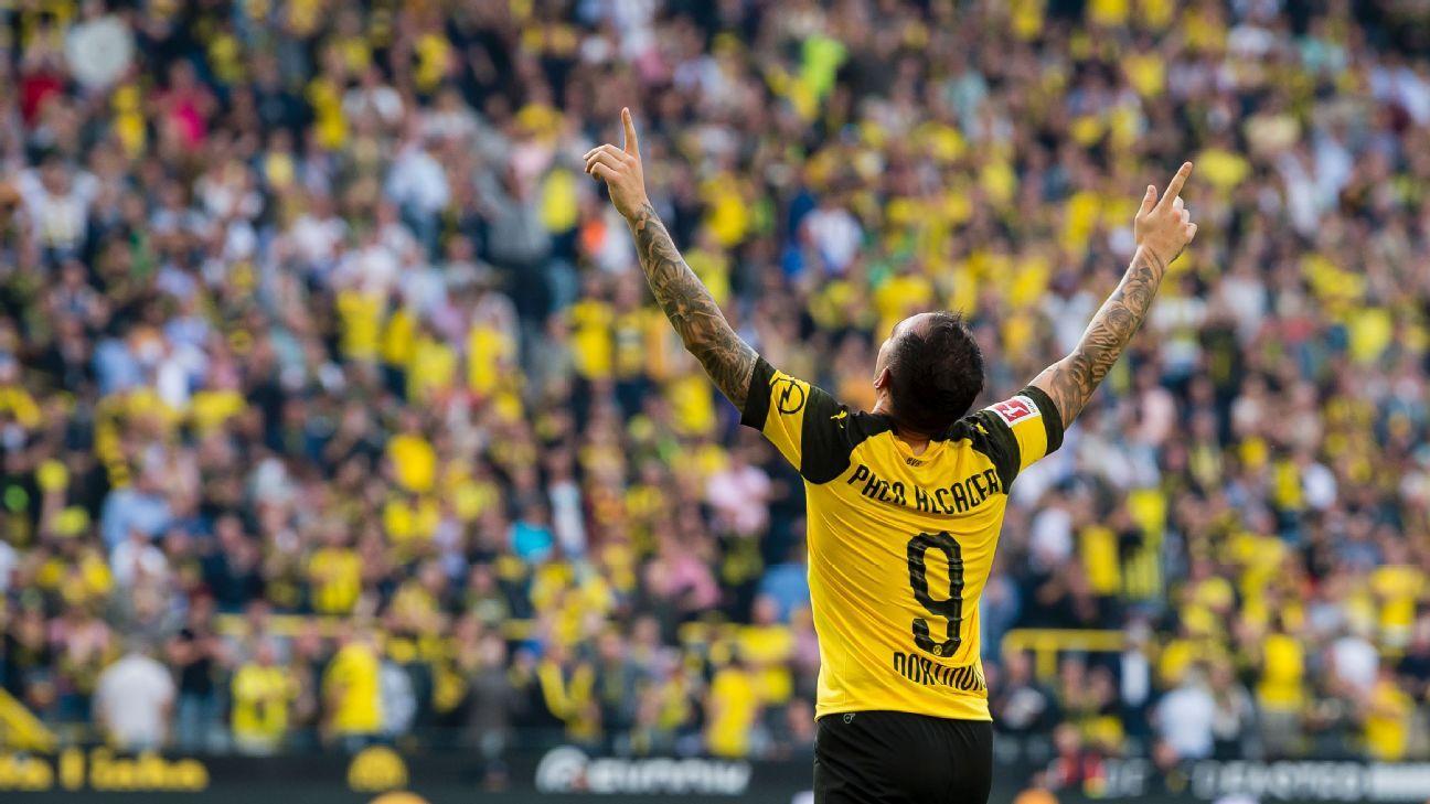Borussia Dortmund's Paco Alcacer