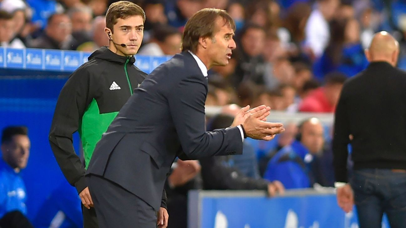 Julen Lopetegui urges his team on against Alaves.