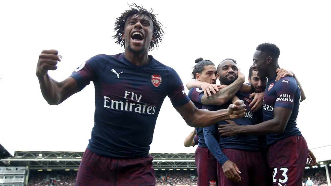 Arsenal's Alex Iwobi celebrates.