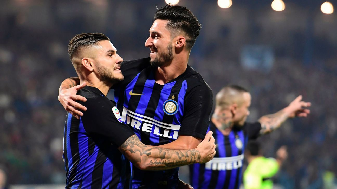 Mauro Icardi celebrates with midfielder Matteo Politano.