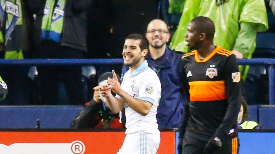 Victor Rodriguez brace sends Seattle Sounders past Houston Dynamo, close in on playoffs