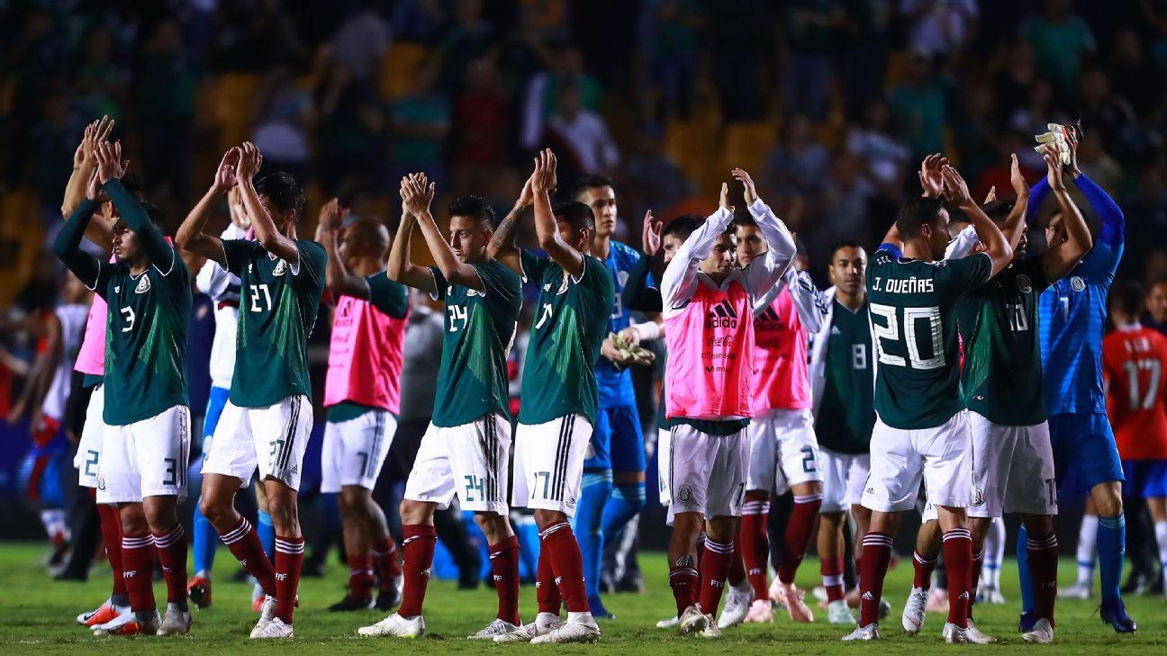 Mexico to select Hirving Lozano, Europe-based XI vs. Chile on Tuesday