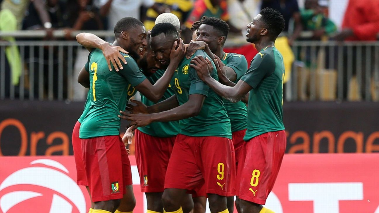 Eric Choupo-Moting celebrates a goal with his teammates during Cameroon's match against Malawi