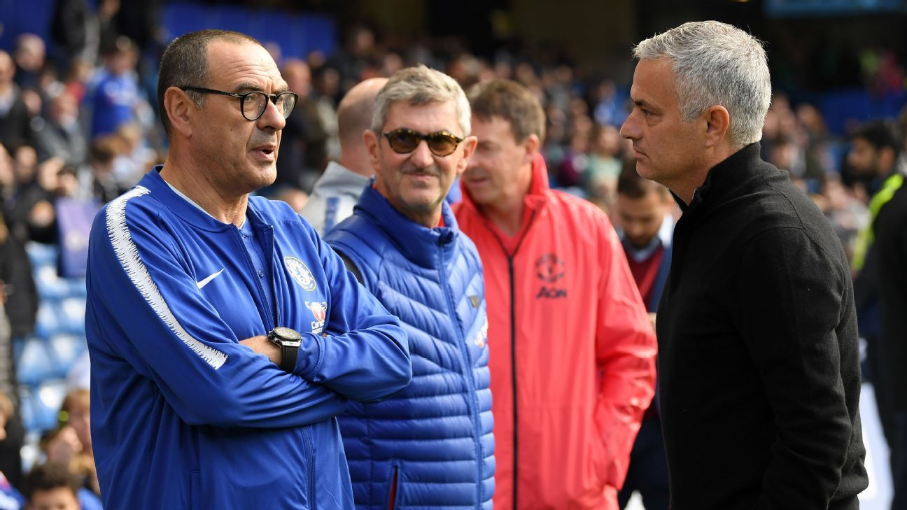 Maurizio Sarri and Jose Mourinho talk before Chelsea's match against Manchester United