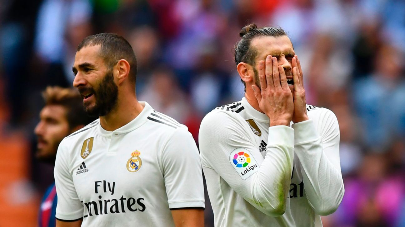 Gareth Bale (R) reacts as Real Madrid struggle again.