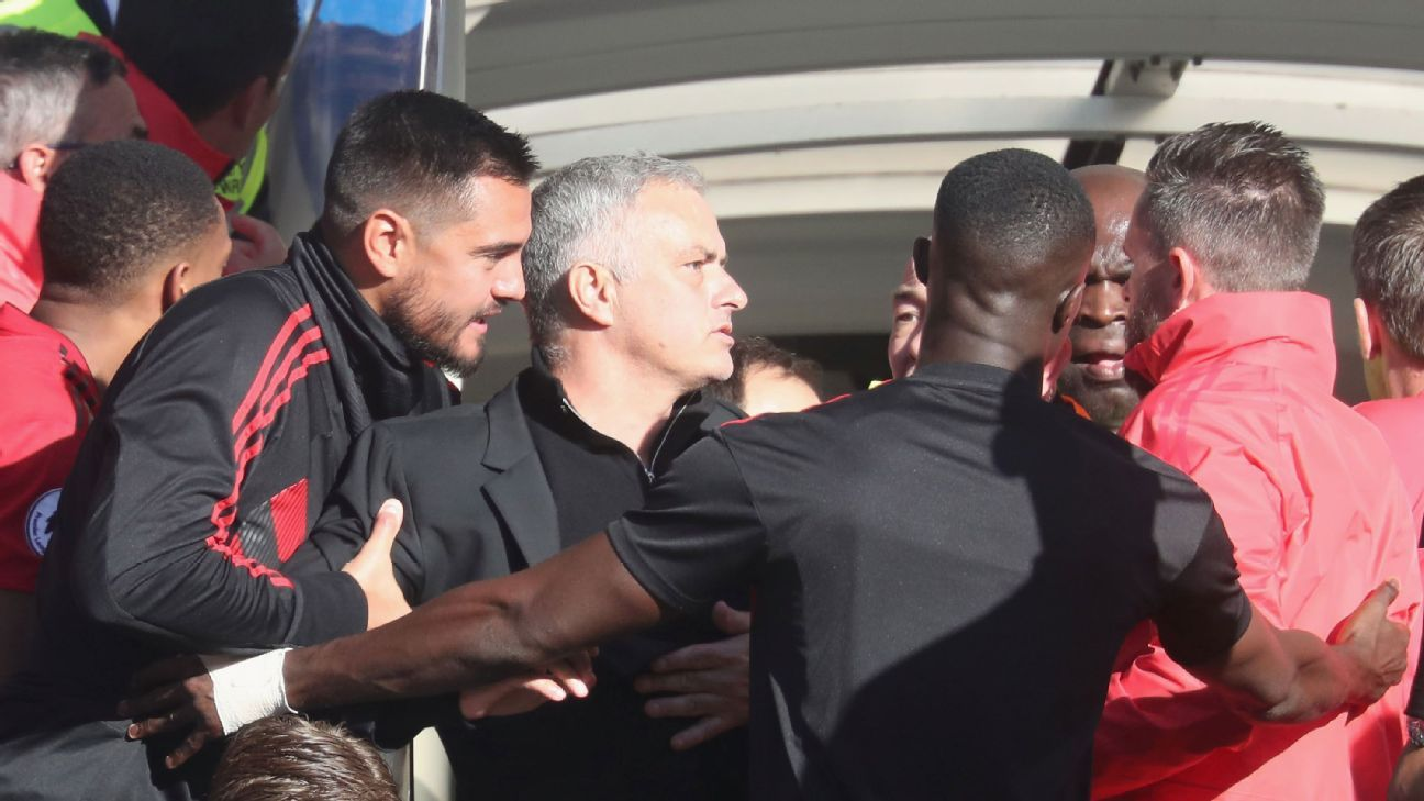 Jose Mourinho reacts after being provoked by Chelsea assistant Marco Ianni's celebration.