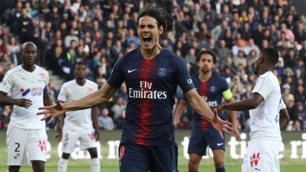 Edinson Cavani of Paris Saint-Germain reacts after missing a chance
