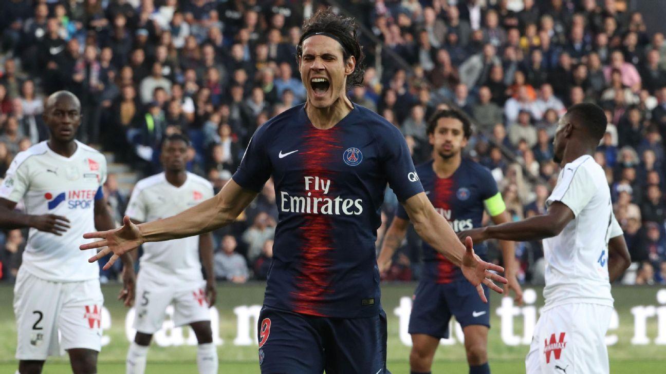 Edinson Cavani of Paris Saint-Germain reacts after missing a chance