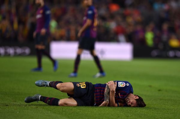 Barcelona's Lionel Messi received treatment on the pitch during Saturday's match against Sevilla for an arm injury before a decision was taken to replace him.