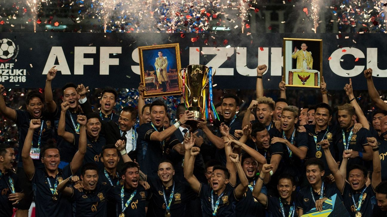 Thailand celebrate their 2016 AFF Cup success.