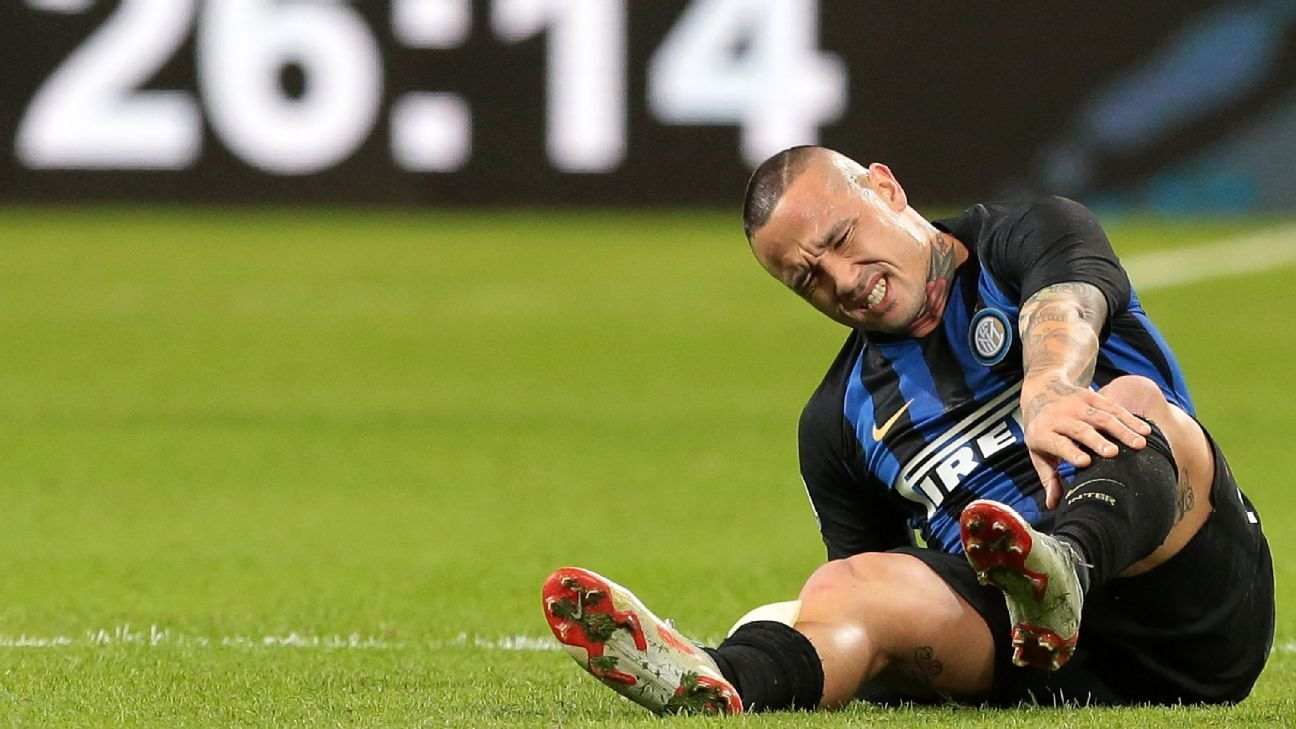 Inter's Radja Nainggolan is expected to be out for several weeks after spraining his ankle against AC Milan.