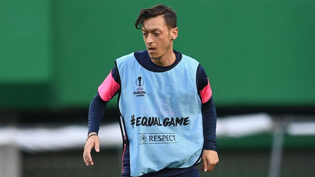 Arsenal's Mesut Ozil in training