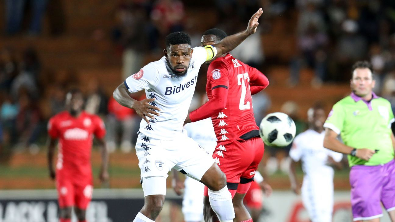 Thulani Hlatshwayo of Bidvest Wits  challenged by Moeketsi Sekola of Highlands Park