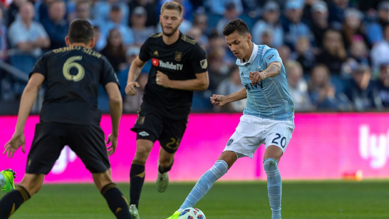 Sporting KC edge LAFC to grab Western Conference top seed