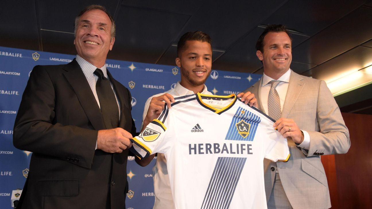 Giovani dos Santos, center, is introduced as a new member of the LA Galaxy by Bruce Arena, left, and Chris Klein.