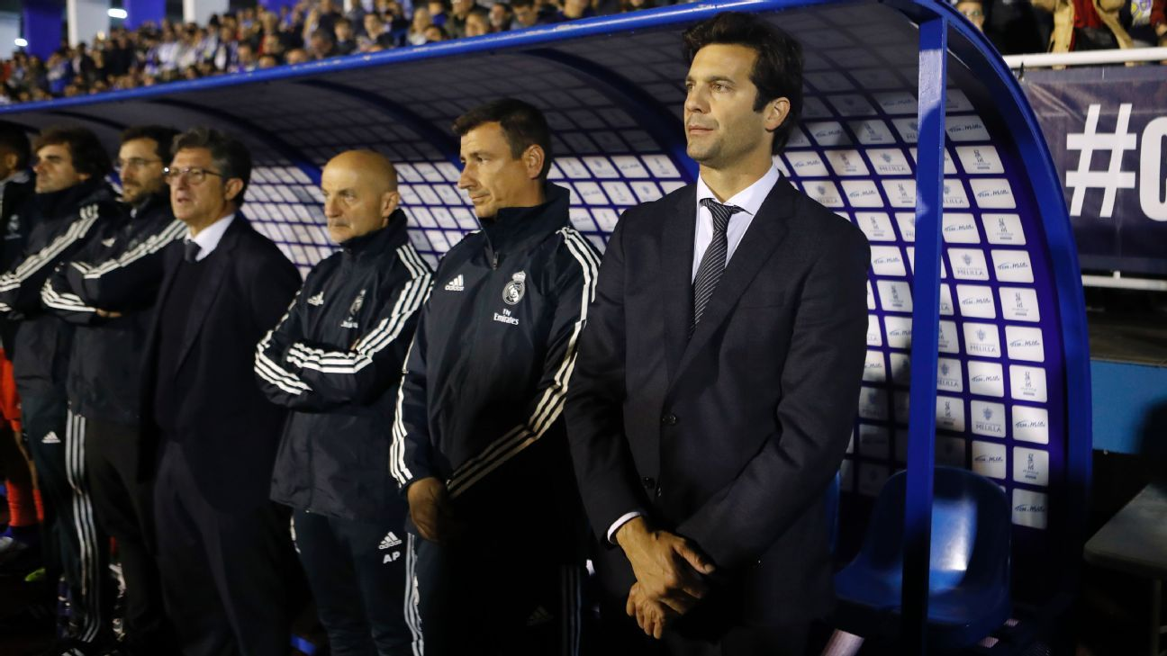 Santiago Solari, right, before the match between Real Madrid and Melilla