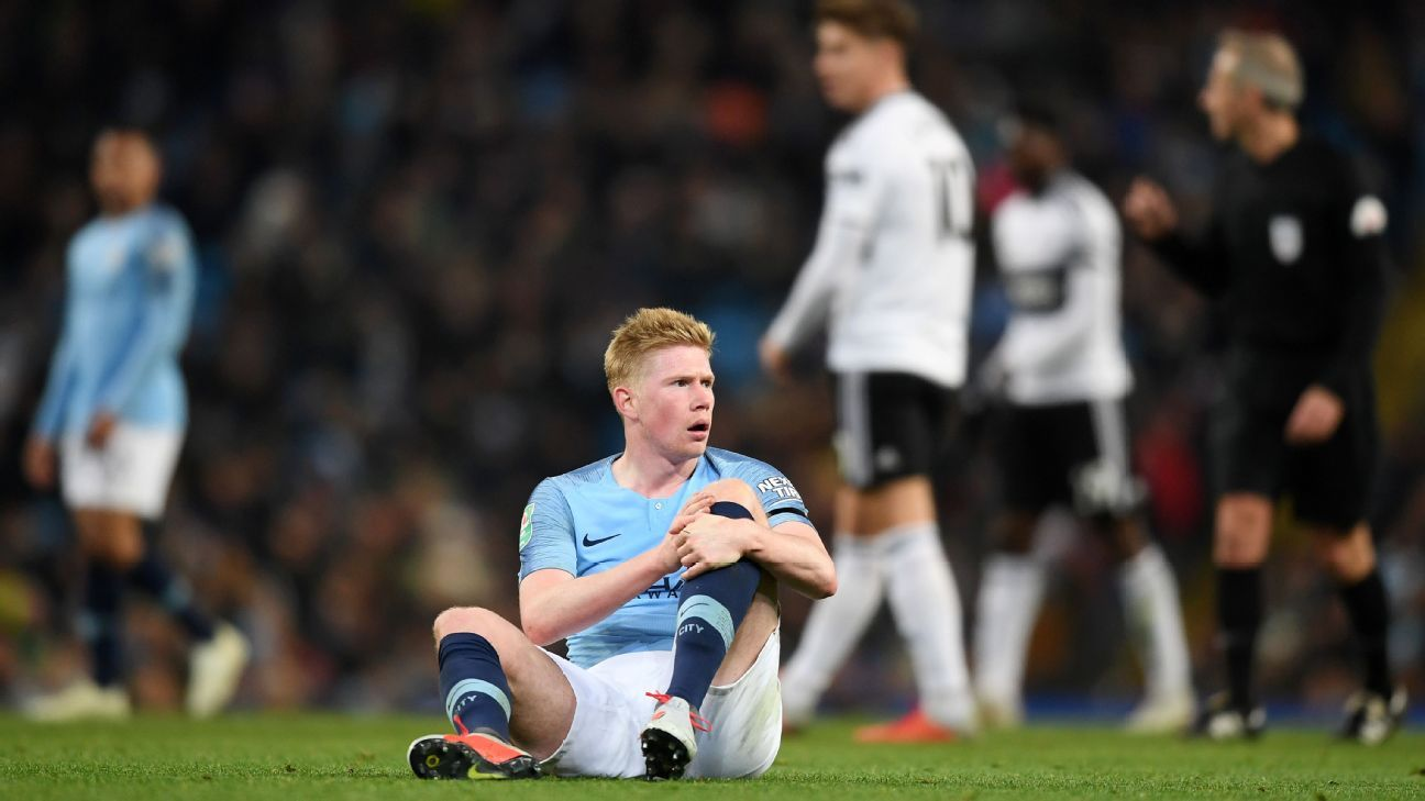 Manchester City's Kevin De Bruyne left the end of their match against Fulham after picking up an apparent injury.