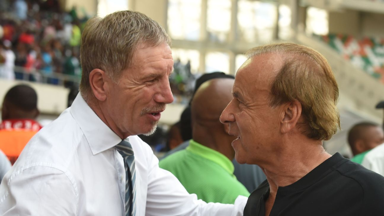 South Africa's head coach Stuart Baxter shakes hands with his Nigerian counterpart, Gernot Rohr