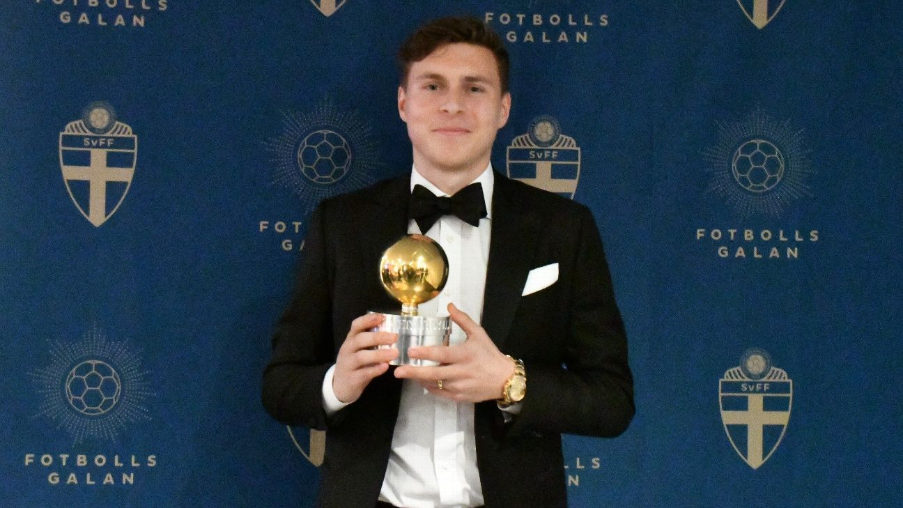 Victor Lindelof  poses with Sweden's Golden Ball.