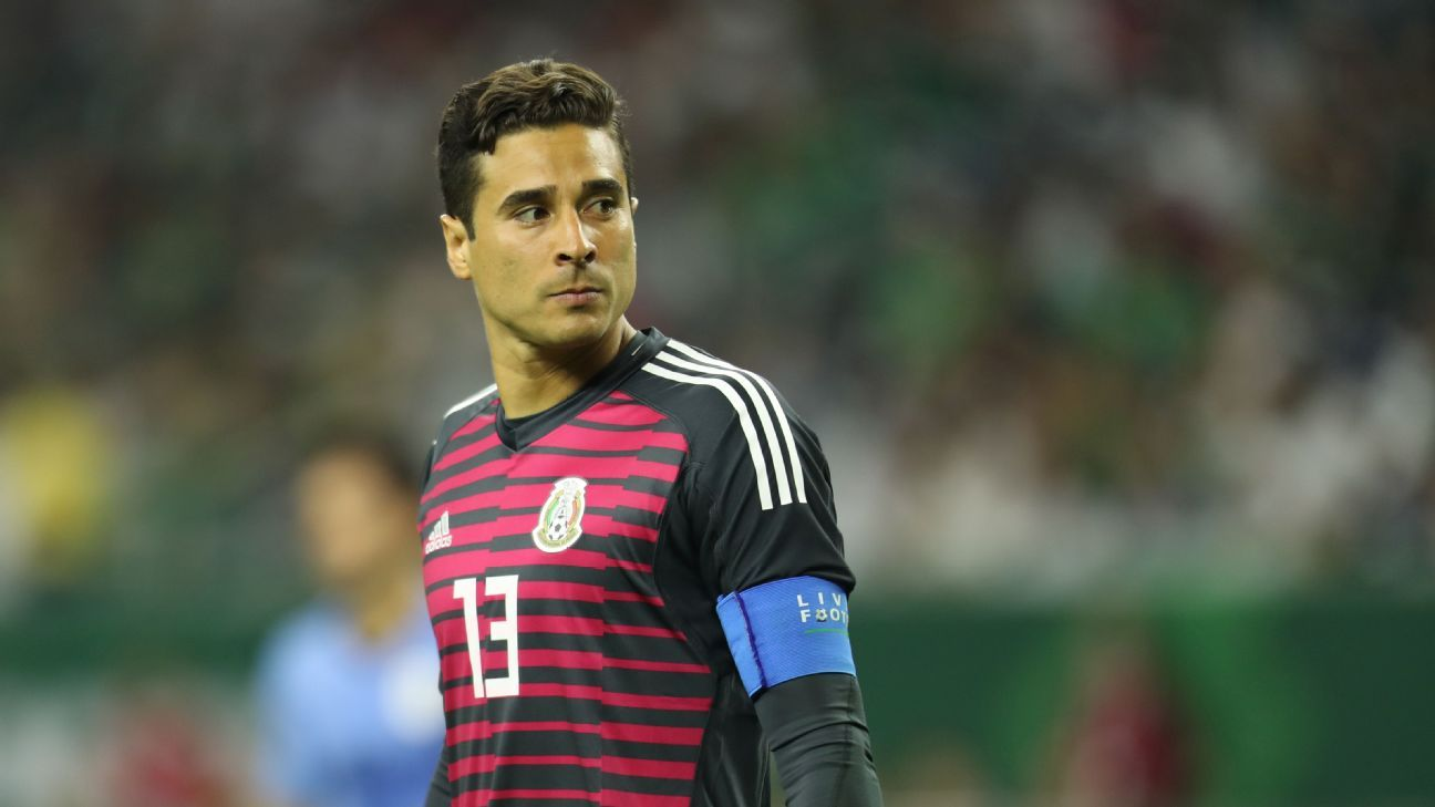 Guillermo Ochoa remains Mexico's No. 1 but will he keep that spot once Mexico hires a new manager?